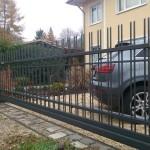 cancello-carraio-scorrevole-sospeso-senza-guida-terra-motore-nascosto-interno-piantana-wisniowski-aw.10.16-azzate-varese-lombardia-italia