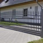 cancello-carraio-scorrevole-sospeso-senza-guida-terra-motore-nascosto-interno-piantana-wisniowski-aw.10.56-azzate-varese-lombardia-italia