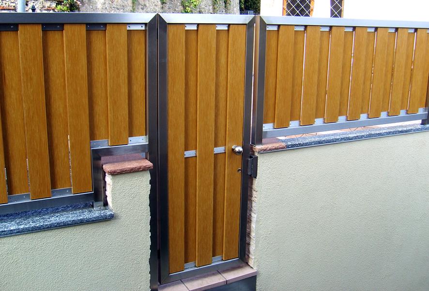 Recinzione in acciaio inox e legno.