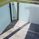 balaustra-parapetto-balcone-vetro-acidato-satinato-acciaio-inox-aisi-316-satinato-alluminio-duo-line-q-railing-azzate-varese-1a