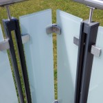 balaustra-parapetto-balcone-vetro-acidato-satinato-acciaio-inox-aisi-316-satinato-alluminio-duo-line-q-railing-azzate-varese-1d
