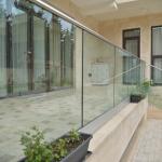 balaustra-parapetto-vetro-profilo-alluminio-fissaggio-a-terra-varese-azzate-3a