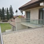 balaustra-parapetto-vetro-profilo-alluminio-fissaggio-a-terra-varese-azzate-3b
