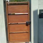 cancelletto-pedonale-acciaio-corten-effetto-ruggine-doghe-alte-orizzontali-moderno-design-azzate-varese-como-milano-svizzera-canton-ticino-1a