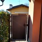 cancelletto-pedonale-ferro-verniciato-lamiera-moderno-design-azzate-varese-como-milano-canton-ticino-svizzera-2b
