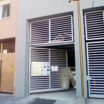 cancello-carraio-anta-battente-certificato-cancelletto-pedonale-ferro-verniciato-inserti-orizzontali-moderno-design-azzate-varese-1b