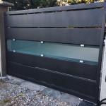 cancello-carraio-anta-battente-certificato-ferro-verniciato-doghe-medie-orizzontali-vetro-satinato-acidato-moderno-design-azzate-varese-1c