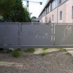 cancello-carraio-anta-battente-certificato-ferro-verniciato-taglio-laser-disegno-personalizzato-unico-design-azzate-varese-1a