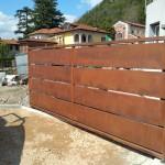 cancello-carraio-battente-certificato-acciaio-corten-effetto-ruggine-doghe-alte-orizzontali-moderno-design-azzate-varese-como-milano-svizzera-canton-ticino-1a
