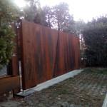 cancello-carraio-due-ante-battenti-asimmetriche-certificato-acciaio-corten-effetto-ruggine-lamiera-moderno-design-azzate-varese-1b