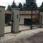 cancello-carraio-due-ante-battenti-certificato-cancelletto-pedonale-ferro-verniciato-inserti-verticali-classico-design-azzate-varese-2a