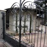 cancello-carraio-due-ante-battenti-certificato-ferro-battuto-verniciato-elegante-personalizzato-unico-design-azzate-varese-1d