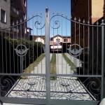 cancello-carraio-due-ante-battenti-certificato-ferro-battuto-verniciato-elegante-personalizzato-unico-design-azzate-varese-2f