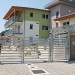 cancello-carraio-due-ante-battenti-certificato-zincato-doghe-basse-orizzontali-moderno-cantiere-design-azzate-varese-1a