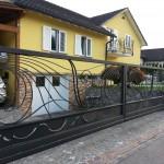 cancello-carraio-due-ante-scorrevoli-sospeso-senza-guida-terra-certificato-ferro-battuto-moderno-verniciato-elegante-personalizzato-unico-design-azzate-varese-1c
