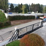cancello-carraio-due-ante-scorrevoli-sospeso-senza-guida-terra-certificato-ferro-battuto-moderno-verniciato-elegante-personalizzato-unico-design-azzate-varese-1d