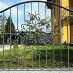 recinzione-ferro-verniciato-inserti-verticali-decoro-ferro-battuto-design-azzate-varese-como-milano-ticino-svizzera-1b