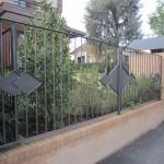recinzione-ferro-verniciato-inserti-verticali-design-azzate-varese-como-milano-ticino-svizzera-1b