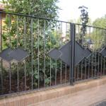 recinzione-ferro-verniciato-inserti-verticali-design-azzate-varese-como-milano-ticino-svizzera-1e