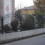 recinzione-ferro-verniciato-inserti-verticali-design-azzate-varese-como-milano-ticino-svizzera-2a