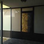 tettoia-bussola-ferro-battuto-vetro-acidato-satinato-copertura-entrata-design-azzate-varese-1a