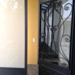 tettoia-bussola-ferro-battuto-vetro-acidato-satinato-copertura-entrata-design-azzate-varese-1b