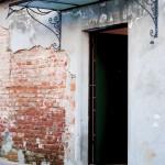 tettoia-pensilina-copertura-entrata-vetro-retinato-ferro-battuto-stile-liberty-design-azzate-varese-1