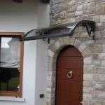 tettoia-pensilina-curva-con-riccioli-plexiglas-compatto-copertura-entrata-certificata-tuv-design-azzate-varese-1b