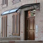 tettoia-pensilina-curva-con-riccioli-plexiglas-compatto-copertura-entrata-certificata-tuv-design-azzate-varese-2