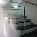 ringhiera-parapetto-scala-vetro-boccole-acciaio-inox-aisi-304-design-moderno-varese-azzate-1b