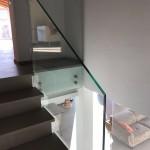 ringhiera-parapetto-scala-vetro-boccole-acciaio-inox-aisi-304-design-moderno-varese-azzate-2b
