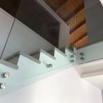 ringhiera-parapetto-scala-vetro-boccole-acciaio-inox-aisi-304-design-moderno-varese-azzate-2c