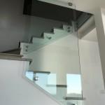 ringhiera-parapetto-scala-vetro-boccole-acciaio-inox-aisi-304-design-moderno-varese-azzate-2d