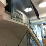 ringhiera-parapetto-scala-vetro-boccole-acciaio-inox-aisi-304-design-moderno-varese-azzate-3a