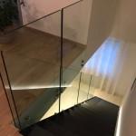ringhiera-parapetto-scala-vetro-boccole-acciaio-inox-aisi-304-design-moderno-varese-azzate-4f