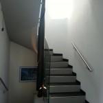 ringhiera-parapetto-scala-vetro-boccole-acciaio-inox-aisi-304-design-moderno-varese-azzate-5a