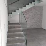 ringhiera-parapetto-scala-vetro-boccole-acciaio-inox-aisi-304-design-moderno-varese-azzate-milano-brianza-svizzera-canton-ticino-12a
