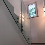 ringhiera-parapetto-scala-vetro-boccole-acciaio-inox-aisi-304-design-moderno-varese-azzate-milano-brianza-svizzera-canton-ticino-8a