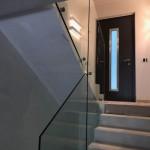 ringhiera-parapetto-scala-vetro-boccole-acciaio-inox-aisi-304-design-moderno-varese-azzate-milano-brianza-svizzera-canton-ticino-8c