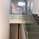 ringhiera-parapetto-scala-vetro-boccole-acciaio-inox-aisi-304-design-moderno-varese-azzate-milano-brianza-svizzera-canton-ticino-8f