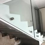 ringhiera-parapetto-scala-vetro-boccole-acciaio-inox-aisi-304-design-moderno-varese-azzate-milano-brianza-svizzera-canton-ticino-8g