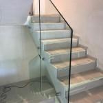 ringhiera-parapetto-scala-vetro-boccole-acciaio-inox-aisi-304-design-moderno-varese-azzate-milano-brianza-svizzera-canton-ticino-8i