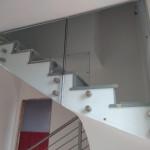 ringhiera-parapetto-scala-vetro-boccole-acciaio-inox-aisi-304-design-moderno-varese-azzate-milano-brianza-svizzera-canton-ticino-9g