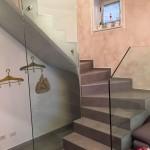 ringhiera-parapetto-scala-vetro-boccole-morsetti-acciaio-inox-aisi-304-design-moderno-varese-azzate-1b