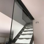 ringhiera-parapetto-scala-vetro-morsetti-acciaio-inox-aisi-304-satinato-design-moderno-varese-azzate-1b
