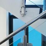 ringhiera-parapetto-scala-vetro-pinze-acciaio-inox-aisi-304-design-moderno-varese-azzate-1b
