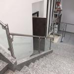 ringhiera-parapetto-scala-vetro-pinze-acciaio-inox-aisi-304-design-moderno-varese-azzate-2d