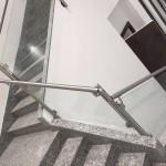 ringhiera-parapetto-scala-vetro-pinze-acciaio-inox-aisi-304-design-moderno-varese-azzate-2e