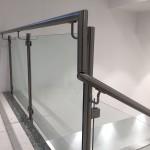 ringhiera-parapetto-scala-vetro-pinze-acciaio-inox-aisi-304-design-moderno-varese-azzate-2f