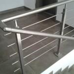 ringhiera-parapetto-scala-acciaio-inox-aisi-304-piantane-quadro-inserti-tondo-orizzontali-design-moderno-varese-azzate-2a